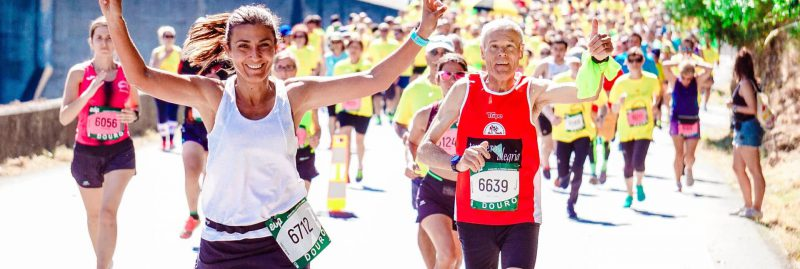 runners-in-race-giving-thumbs-up